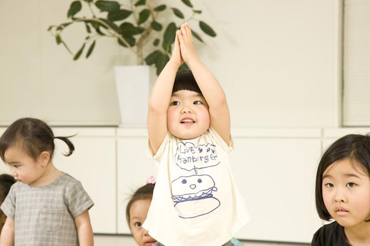 子どもの成長に効果大! キッズヨガの資格取得にチャレンジしよう。