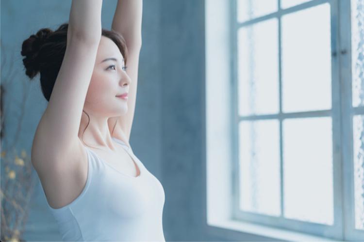 筋膜リリースができるヨガ10選!骨盤・背骨をしなやかに動かすポーズをご紹介