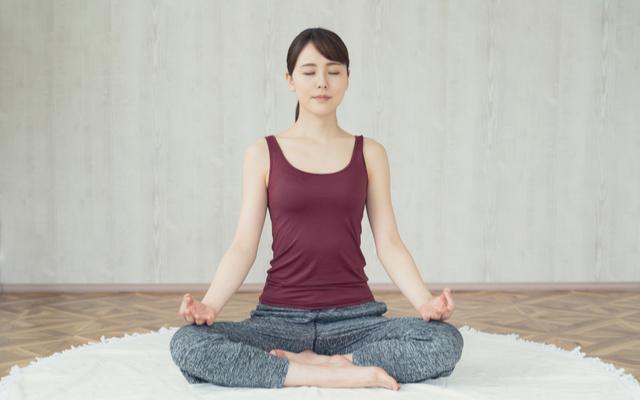 ストレス解消に効果的なヨガ呼吸法のやり方