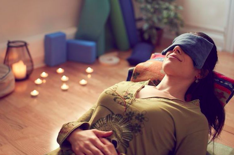 寝る前のヨガでぐっすり睡眠!安眠に大切な副交感神経を起こすヨガポーズ3選