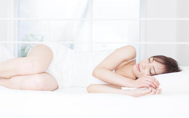 寝る前ヨガは安眠に効果的!