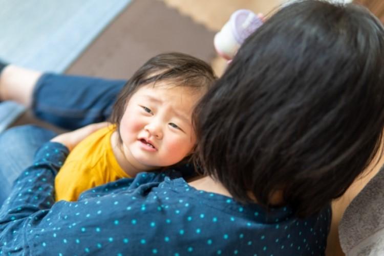 赤ちゃんは何が原因でストレスがたまるの?赤ちゃんからのストレスサインや対処法も解説